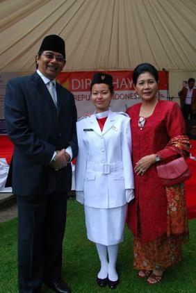 Dubes beserta istri bersama cucu dari M Hatta