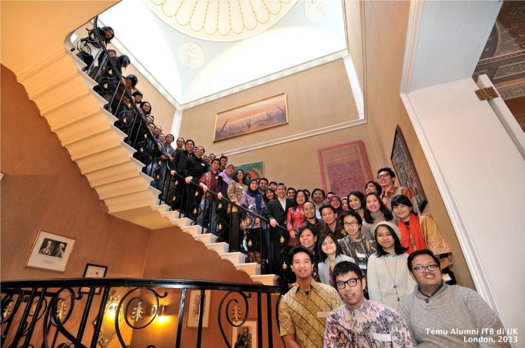 Temu Alumni ITB di UK di KBRI London 2013 (Foto: Panitia/Tika Hasan)