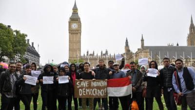 Aksi PPI UK Tolak Pilkada Langsung 2014