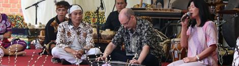 Kala Kesenian Sunda Jadi Obat Rindu Mudik Warga Indonesia diInggris